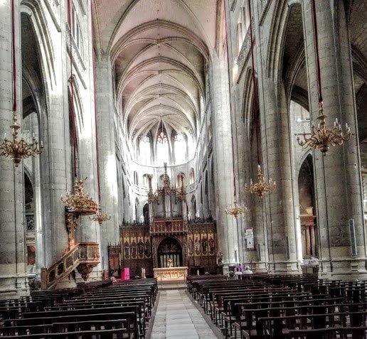 La grand nef de la cathédrale Sainte-Marie d'Auch