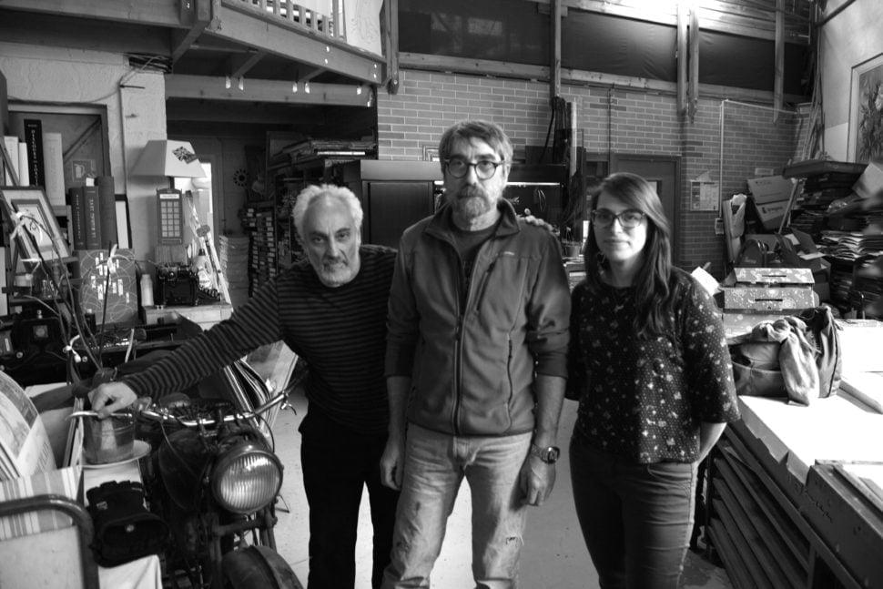 Michel Archimbaud, éditeur, avec Pascal Duriez et Céline Métayer dans l'Imprimerie d'Arts des Montquartiers