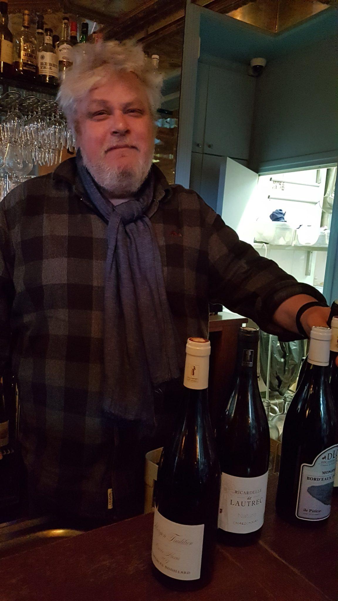 Élevé à Vincennes, devenu comédien et scénariste, Vincent Solignac a toujours voulu travailler dans l'univers des vins. Ce souhait est devenu une réalité