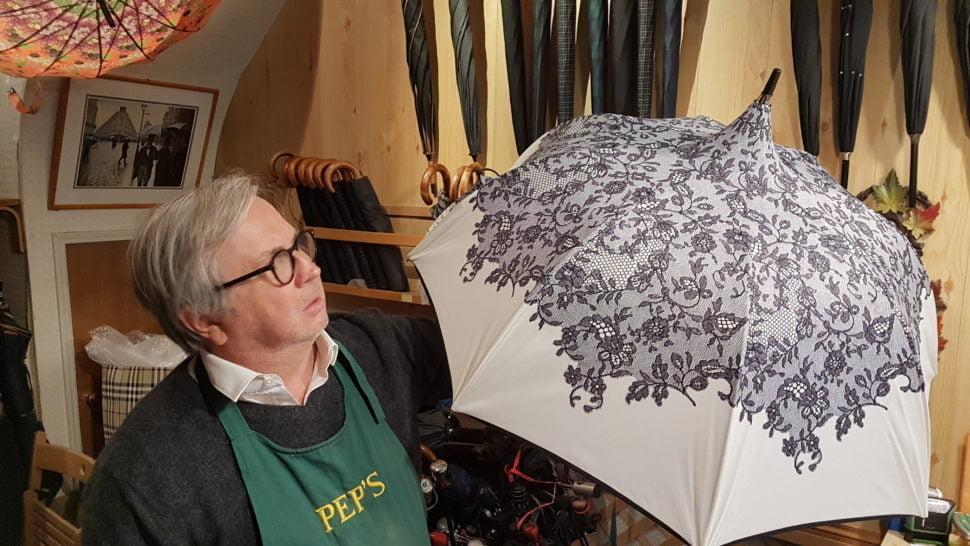 Un parapluie pour femme
