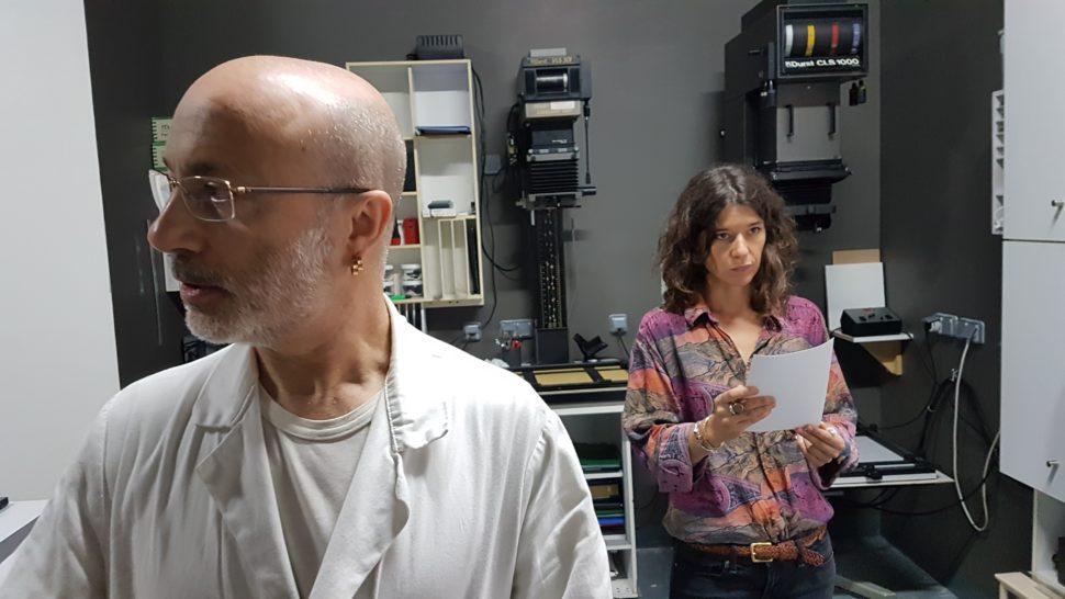 Diamantino Quintas dans son atelier et la photographe Sara Imloul