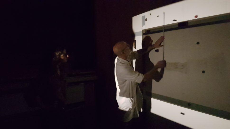 Dans une des chambres noires du laboratoire
