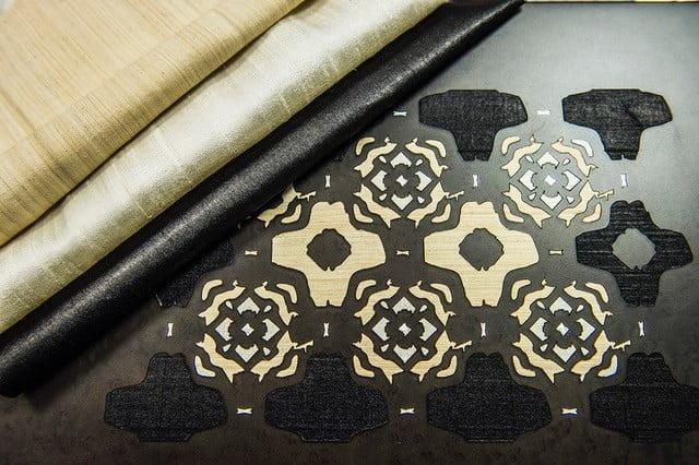 Coffret en bois précieux incrusté de tissus