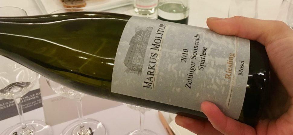 Markus Molitor : bouteille penchée