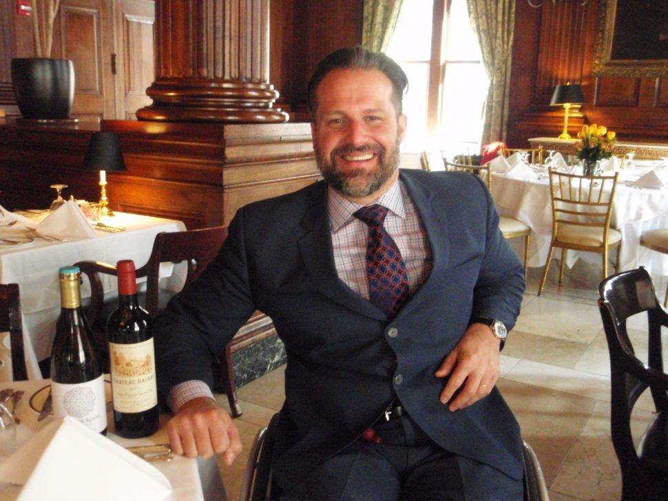 Yannick Benjamin, le sommelier en fauteuil, fondateur de Wine on Wheels