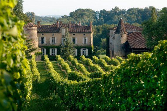 Le Château de Maniban vu des vignes