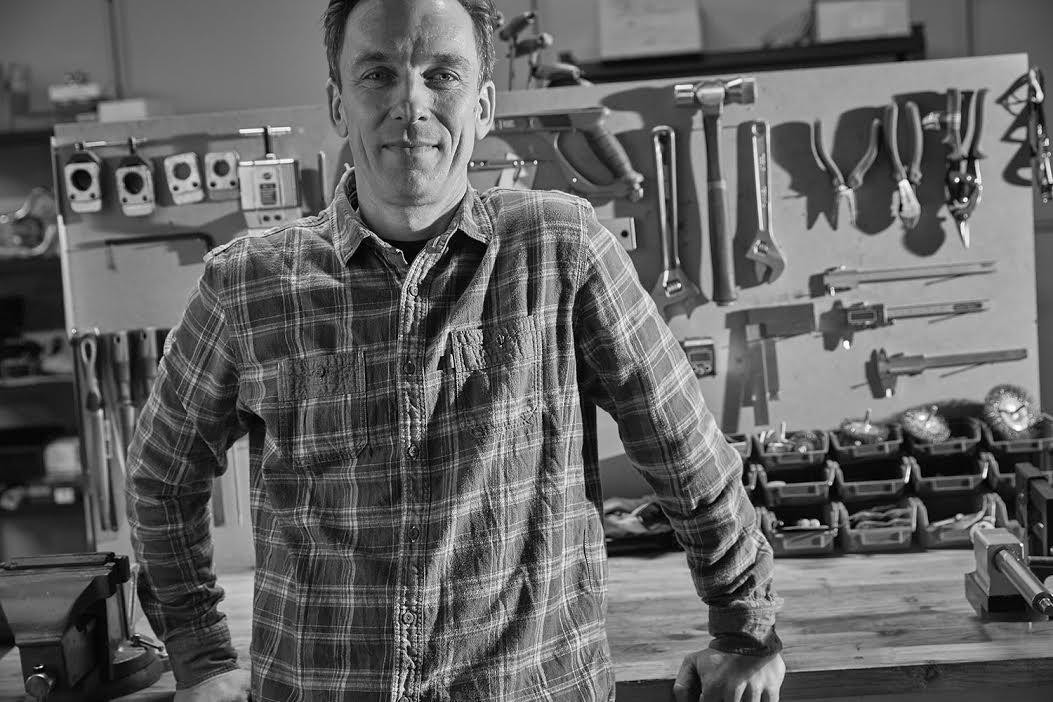Andreas Berhens dans l'atelier LaFraiseCycle de Roubaix (Nord)