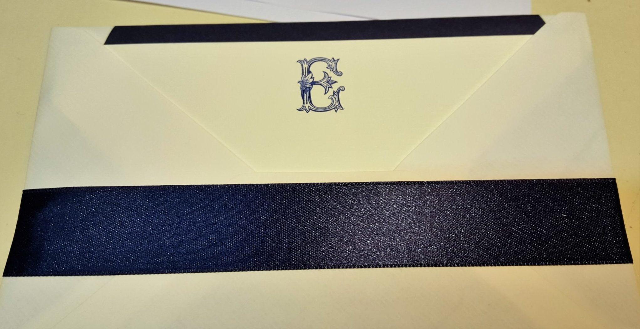 Personnalisation d'une enveloppe par une lettre de l'alphabet timbrée