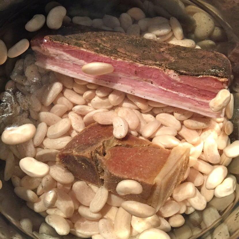 Haricots maïs en cuisson