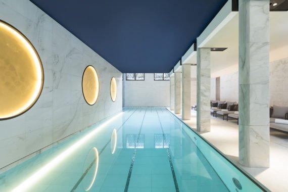 Le Spa Akasha avec sa piscine de 17 mètres en sous sol offre un espace de tranquillité au coeur du paquebot Lutetia