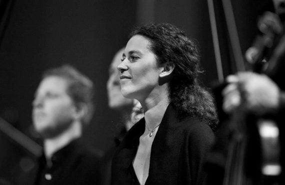Eugénie Warnier dans La Passion selon Saint Matthieu (Salle Pleyel) dirigée par Marc Minkowski.