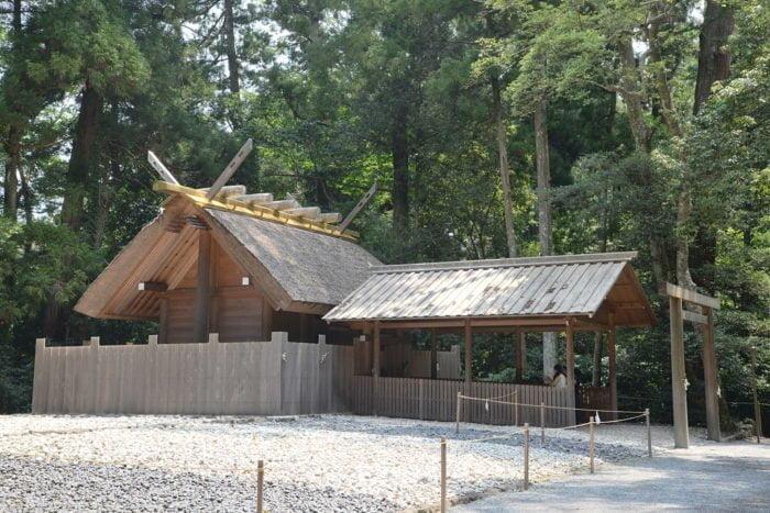 Parc et sanctuaires entourant le Gekû