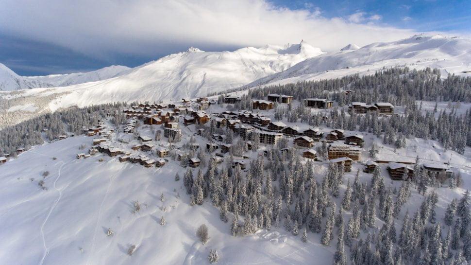 Avec la signature, en 1985, d'une convention entre Montvalezan, Séez et la Thuile La Rosière est devenu un domaine de ski international.