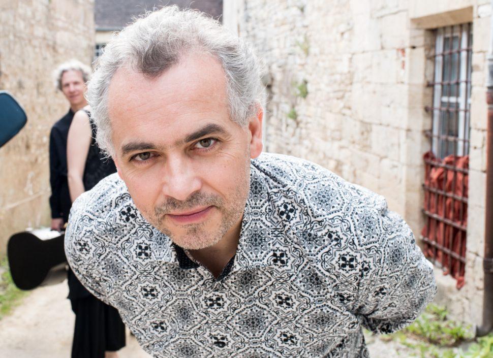 Arnaud Marzorati a crée et anime l'ensemble Les Lunaisiens pour valoriser 5 siècles de répertoire de chansonniers.
