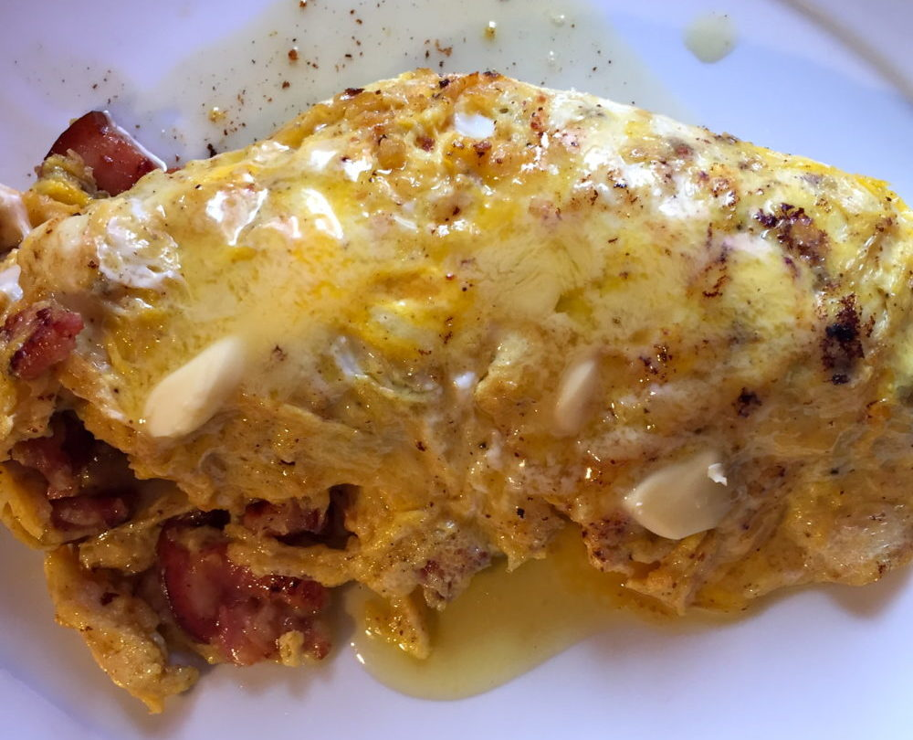 Omelette aux lardons beurrée