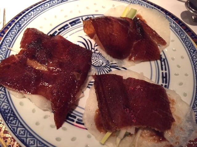 Peaux de canard sur crêpes mandarines, restaurant Chez Ly
