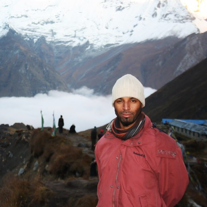 Ali Rakib sur un toit du monde, au Népal