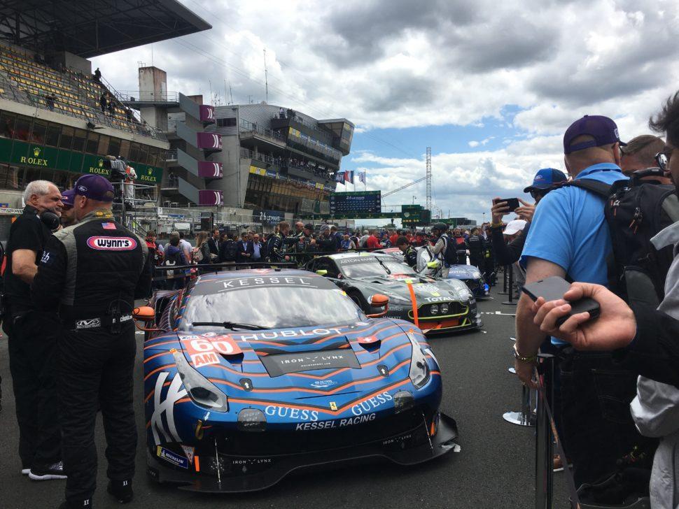 Rendez-vous sur la 'pitlane' une heure avant le départ avec les pilotes et leurs voitures, ici la Kessel Racing (LM GTE Am) et Aston Martin (LM GTE Pro)