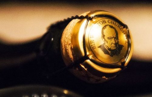 Une plaque de muselet à son effigie authentifie la cuvée Sir Winston Churchill