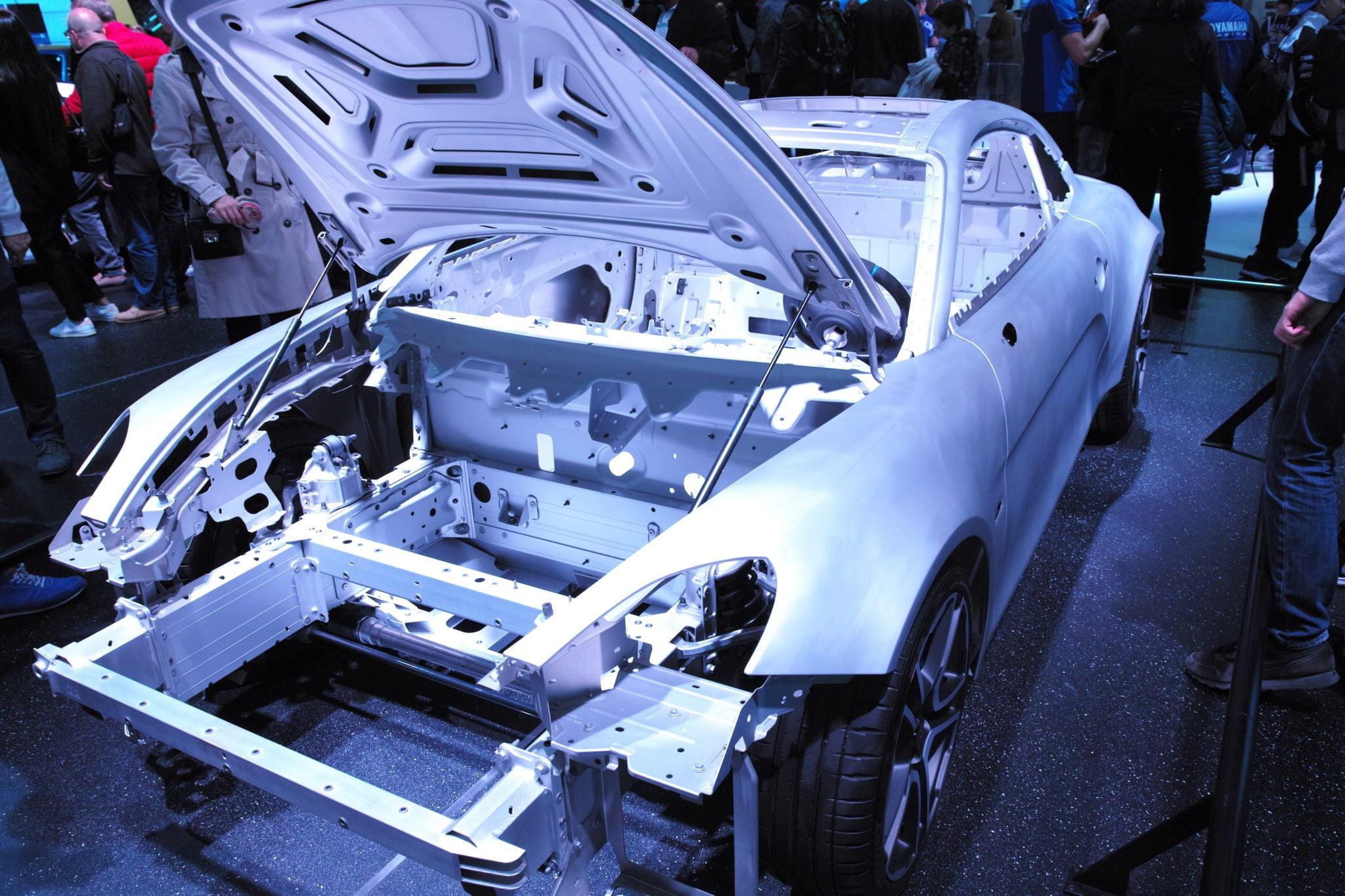 La structure en aluminium de l'Alpine A110, exposée au Mondial Paris Motor Show 2018.