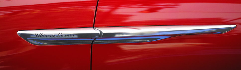 Ligne épurée pour une voiture électrique, hybride entre le SUV et le berline de grand luxe.