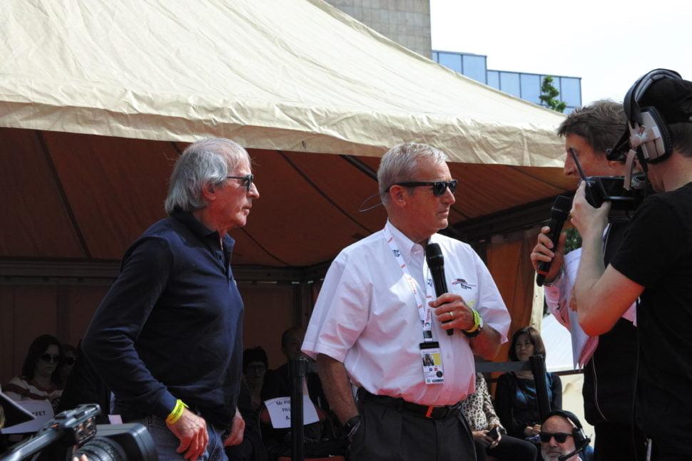 Le champion automobile Jacques Lafitte (à gauche), vainqueur entre 1974 et 1986 de six Grands prix de Formule 1 sur 176 disputés