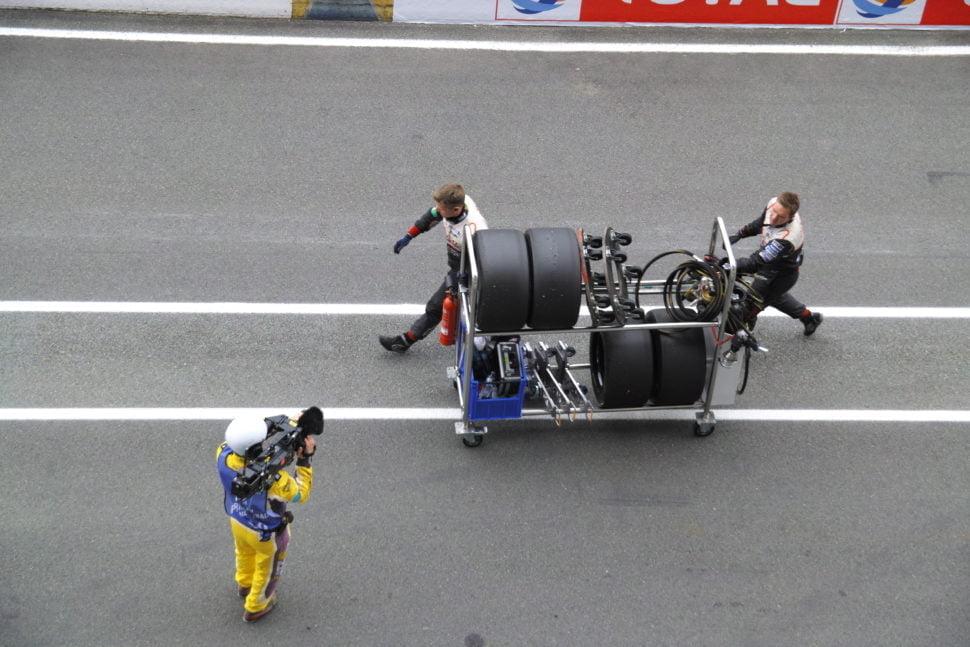 Les mécaniciens de Toyota catégorie LMP1