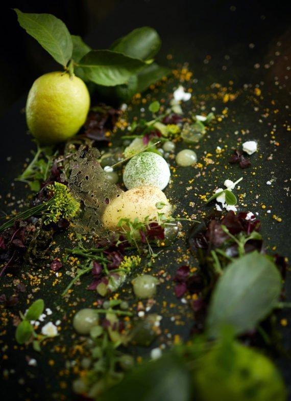 Comme tous les desserts de la carte, le chef transforme les recettes les plus connues et fête onctueuse et sereine comme cette Tarte citron Wahid.