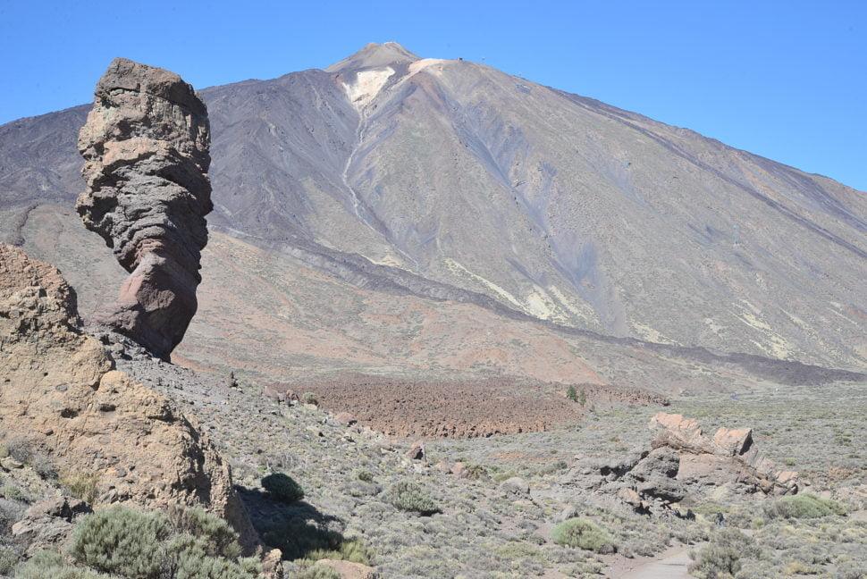 Le Teide culmine à une altitude de 3 718 mètres.