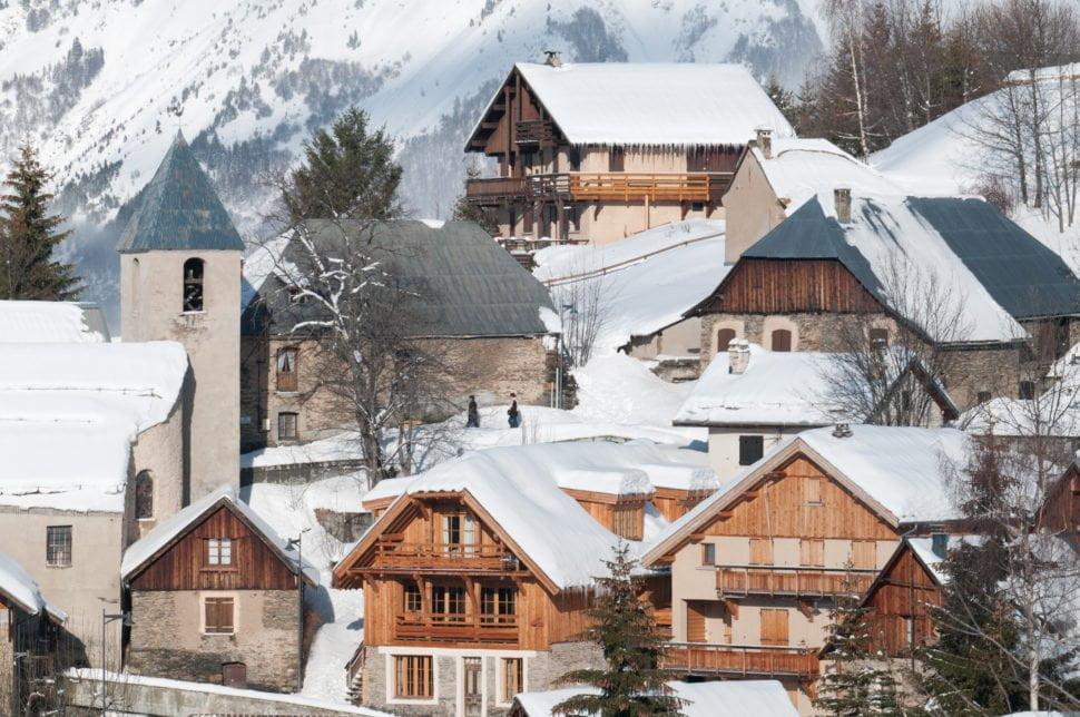 Villard Reculas dans les Alpes, une immersion hivernale dans un village isérois au charme authentique d'antan.
