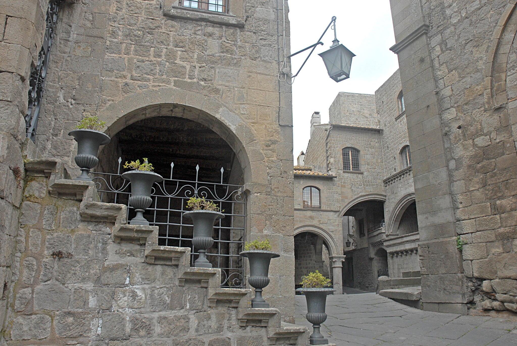 Le quartier San Pellegrino à Viterbe. La ville comptait au XIIIe siècle 60 000 habitants, soit plus que Rome, et autant qu'aujourd'hui.