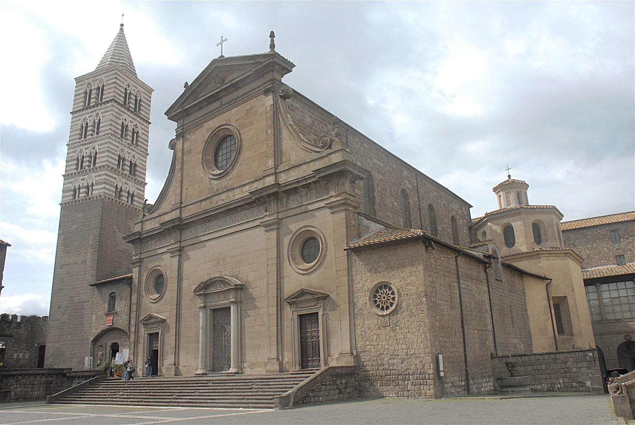 La cathédrale romane San Lorenzo, le Duomo