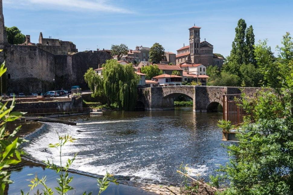 Les grands terroirs s'égrainent le long de la Sèvre Nantaise jusqu'à Clisson, originalité aux accents toscans.