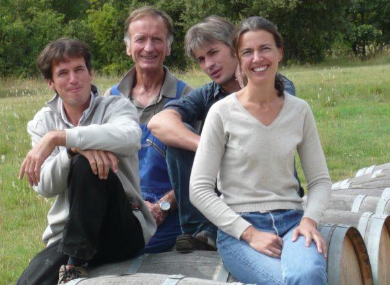 Jean Orliac, pionnier du Pic, créateur du domaine de l'Hortus, entouré de trois de ses enfants. Les quatre sont désormais installés sur le domaine de famille.
