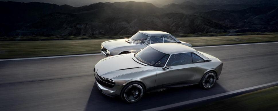 Le coupé Peugeot 504, dessiné par Pinin Farina (en arrière plan), ligne épurée inspiratrice du e-Legend.