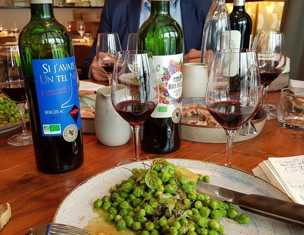 Dégustation de cuvées Vineam à la table du restaurant Elmer, 30 Rue Notre Dame de Nazareth, 75003 Paris. Le vert était aussi dans le plat, de saison…