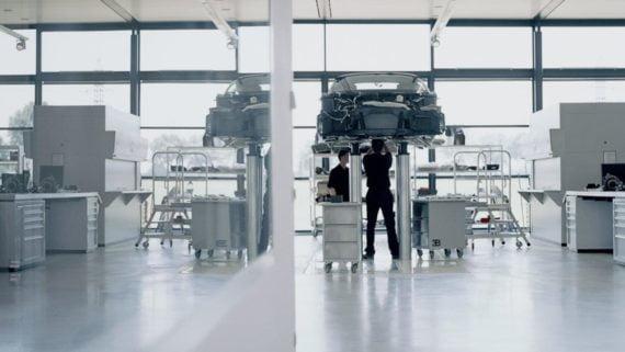Des ateliers impeccables, creusets de machines qui défient l'imagination.