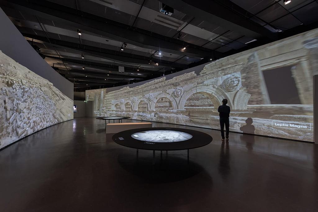 Cités millénaires / Voyage virtuel de Palmyre à Mossoul. Institut du monde arabe, Paris.