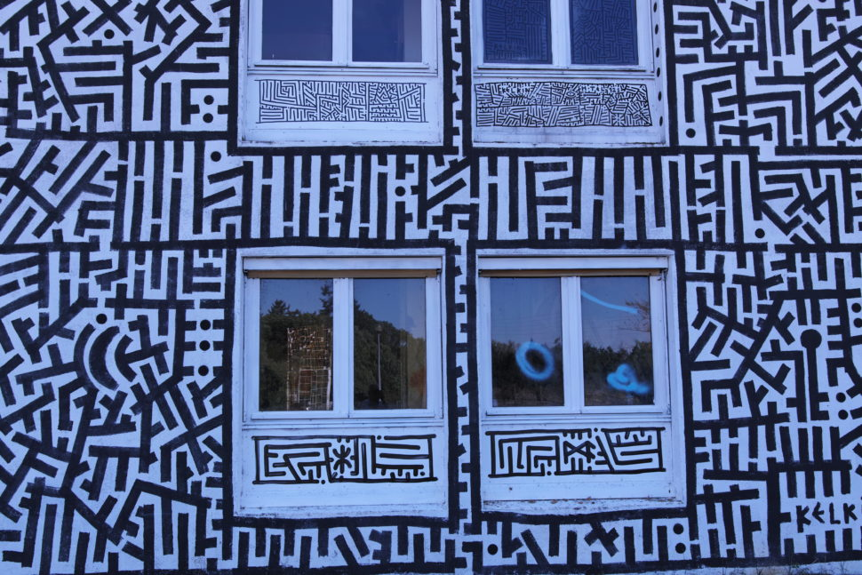 Sur la façade nord de l'Hôtel 128 à Street Art City
